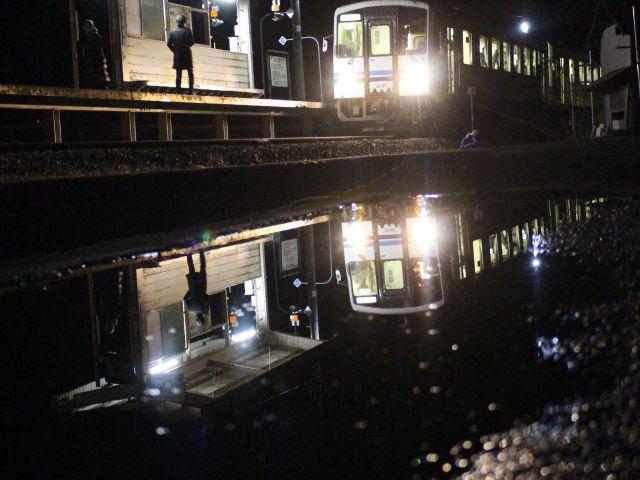 [入 選] 雨上がりの停車場 (野間 海里(岡山県玉野市))