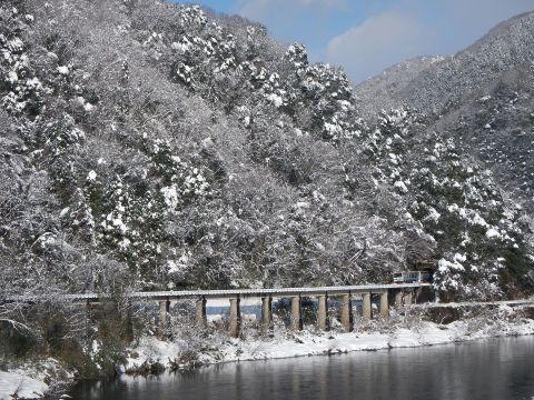 雪景色の中の三江線